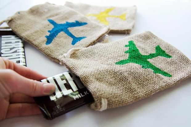 stenciled-burlap-treat-bags2